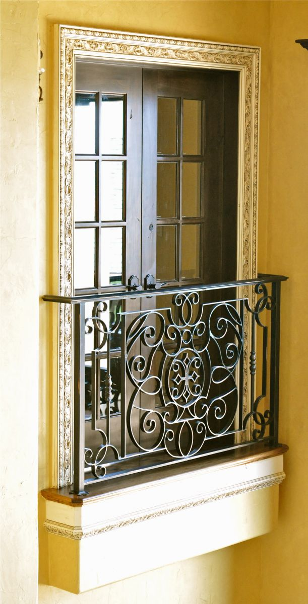 French balcony on pinterest iron balcony balconies and for Balcony french